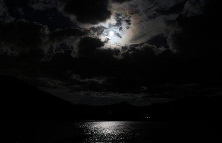 月夜にカヤック ナイトカヤックツアー