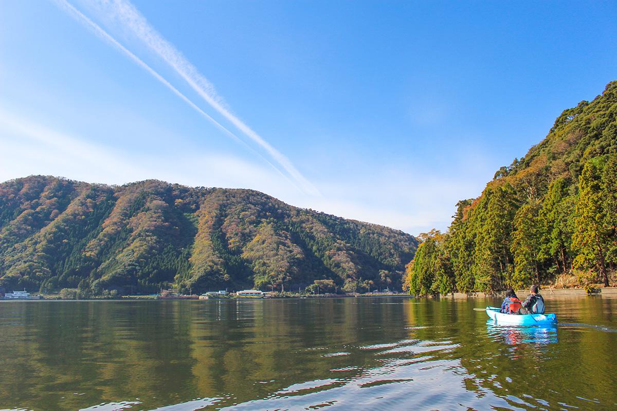 秋の湖カヤック